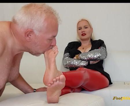 Lady Karame – Dirty feet foot of a German Goddess Mistresss Domina