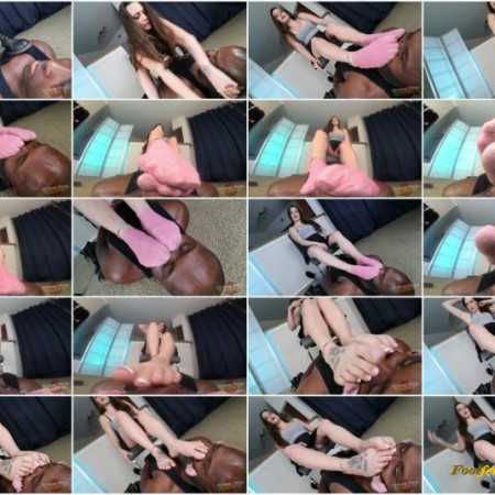 Extreme TOEtal FooTdom – Dacey Harlot – Smothering Your Nose with Sweatsoaked Socks and Toejam