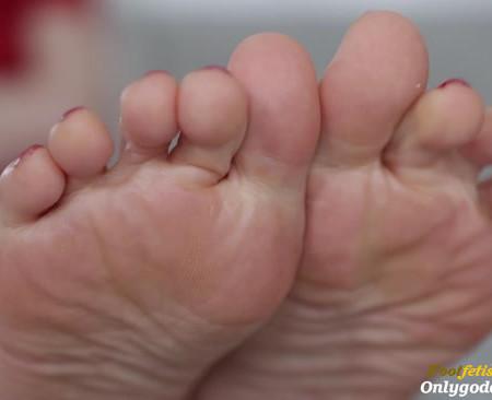 Goddess Lila - Foot Bitch Loser (Premium User Requests)