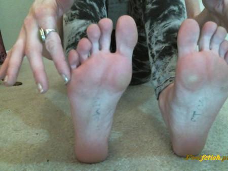 Foxylizrae – Clean My Dirty Smelly Feet