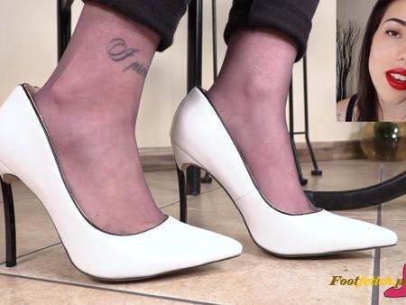Petra Feet – FootFetish freak bows at me